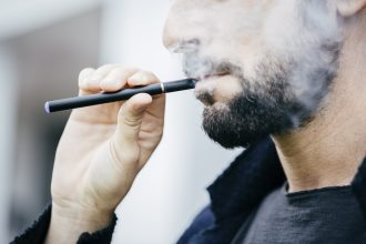 helping E-cigarette / vapers to quit